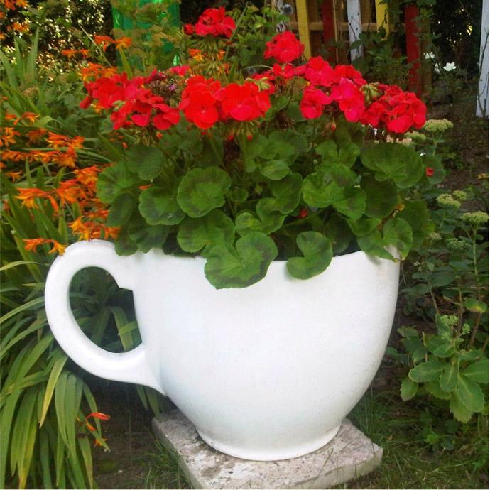 AD-Ideas-How-To-Reuse-Tea-Cup-Artistically-27