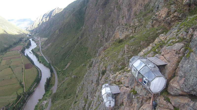 AD-Scary-See-Through-Suspended-Pod-Hotel-Peru-Sacred-Valley-1-1