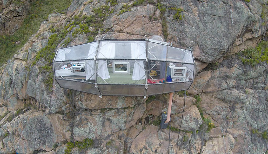 AD-Scary-See-Through-Suspended-Pod-Hotel-Peru-Sacred-Valley-10