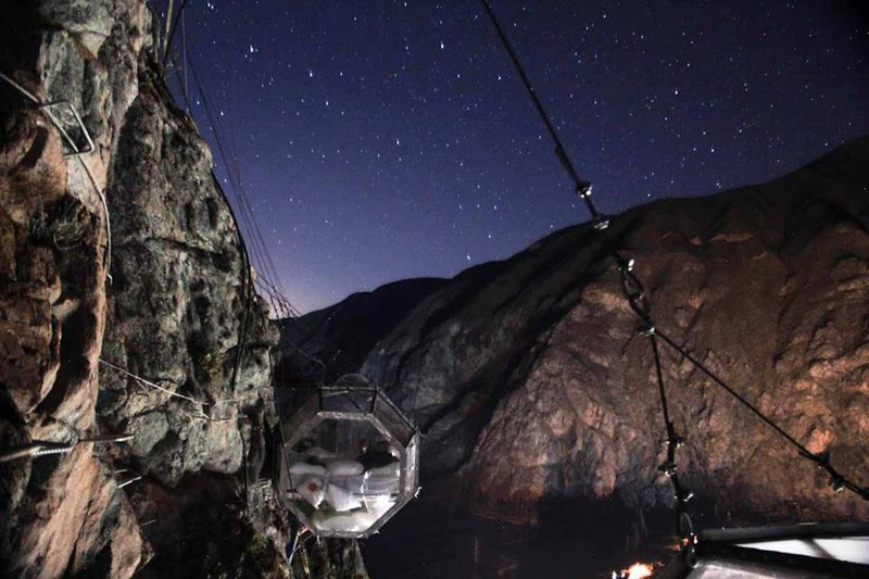 AD-Scary-See-Through-Suspended-Pod-Hotel-Peru-Sacred-Valley-2-1
