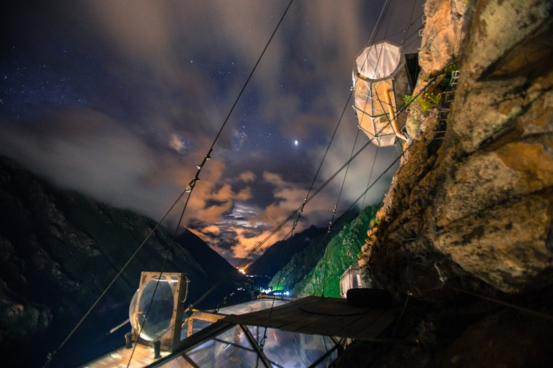 AD-Scary-See-Through-Suspended-Pod-Hotel-Peru-Sacred-Valley-2-2
