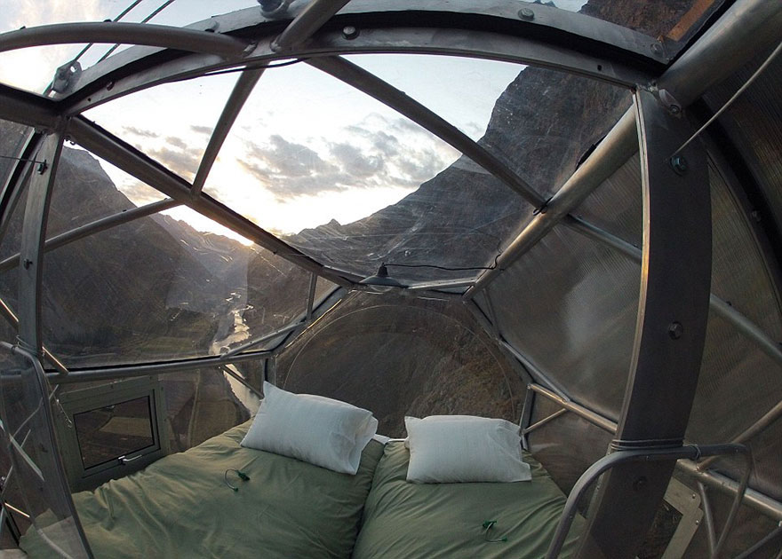 AD-Scary-See-Through-Suspended-Pod-Hotel-Peru-Sacred-Valley-2