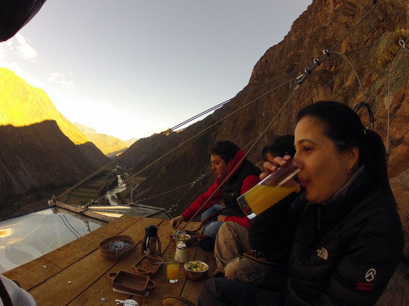 AD-Scary-See-Through-Suspended-Pod-Hotel-Peru-Sacred-Valley-4-1