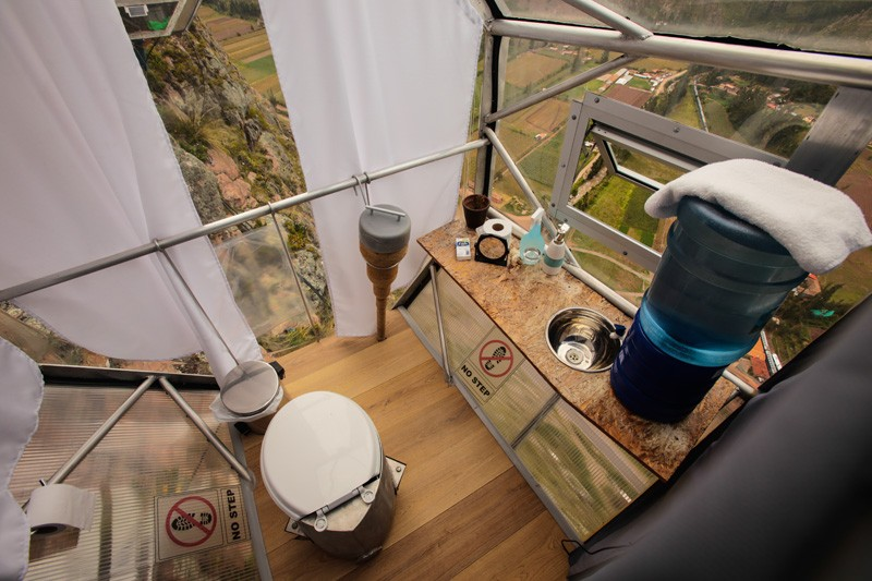AD-Scary-See-Through-Suspended-Pod-Hotel-Peru-Sacred-Valley-7-3