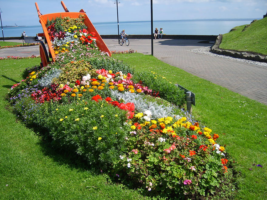 AD-Spilled-Flowers-Garden-Ideas-05