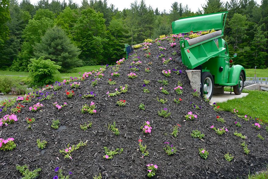 AD-Spilled-Flowers-Garden-Ideas-06