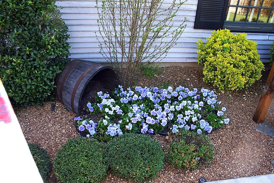 AD-Spilled-Flowers-Garden-Ideas-12