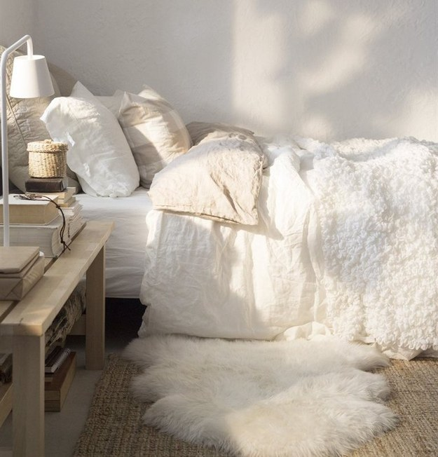 AD-Ways-To-Make-Your-Bed-The-Coziest-Place-On-Earth-05