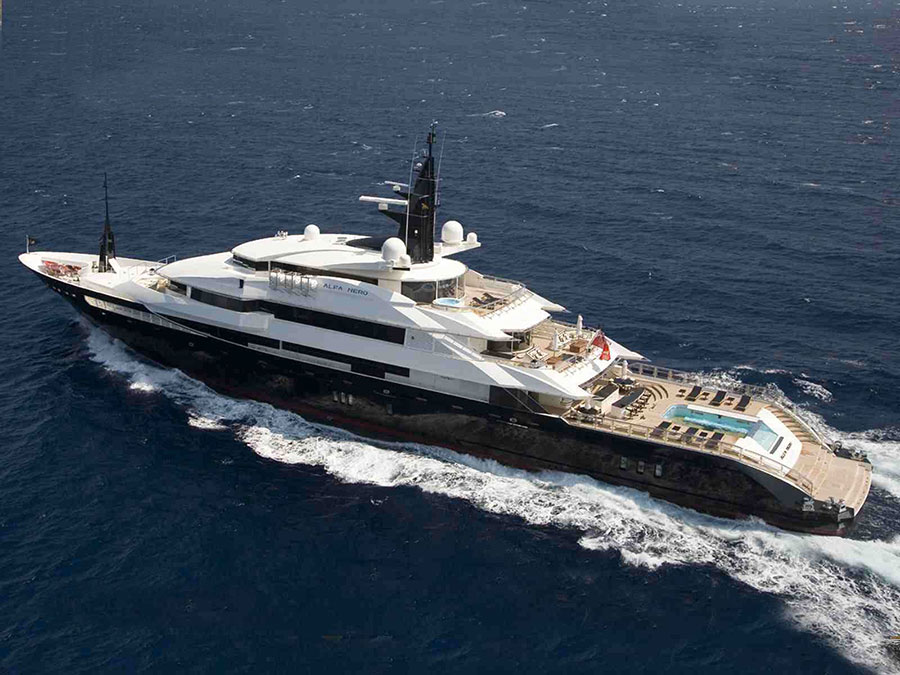 06 AD New Seven Seas Steven Spielbergs Yacht. 20 Most Luxurious Celebrity Yachts   Architecture   Design