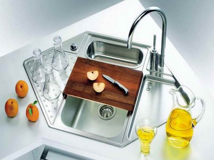 Corner kitchen sink
