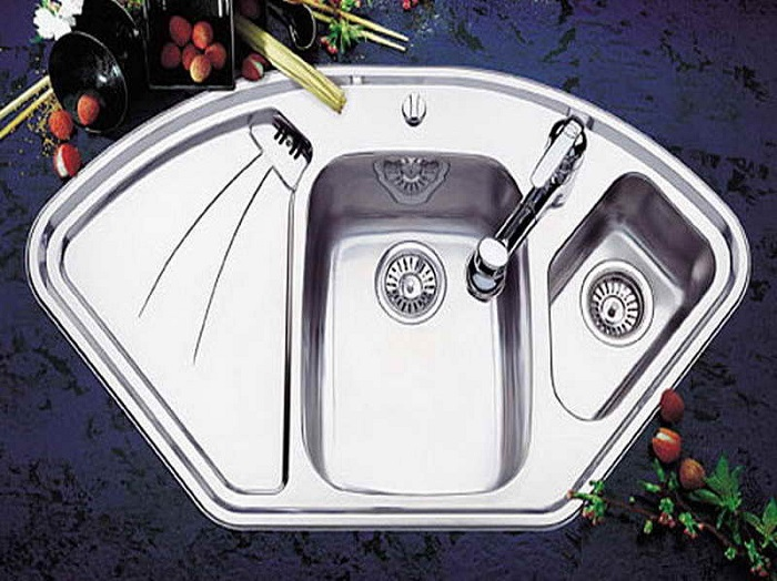 Seashell shaped sink