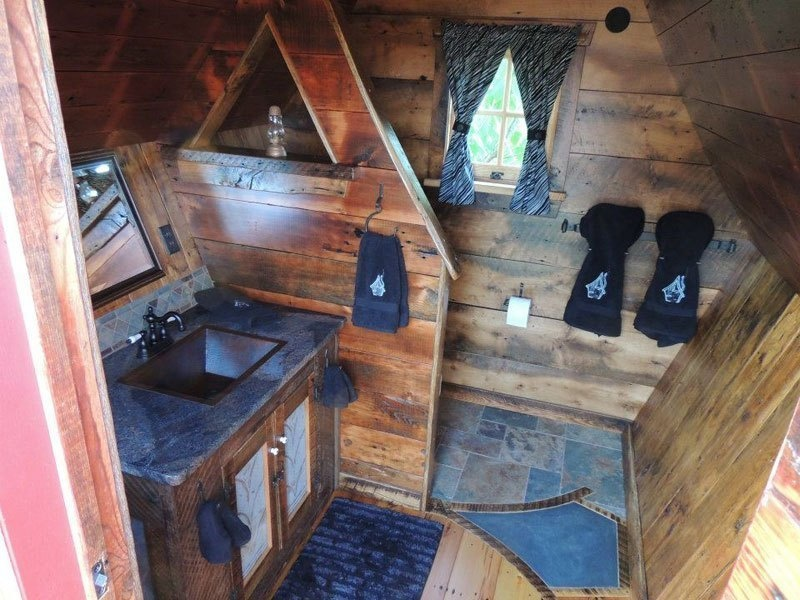 AD-Dan-Pauly-Builds-Rustic-Cabins-From-Reclaimed-Wood-08