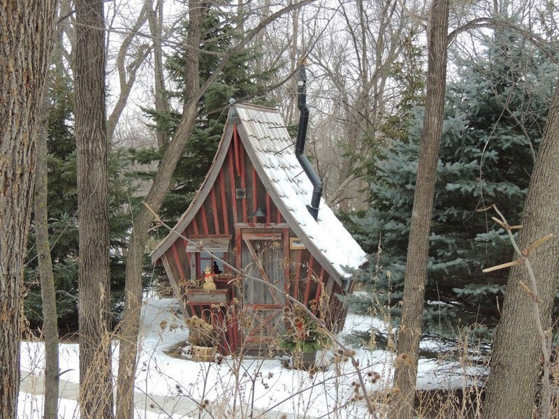 AD-Dan-Pauly-Builds-Rustic-Cabins-From-Reclaimed-Wood-11