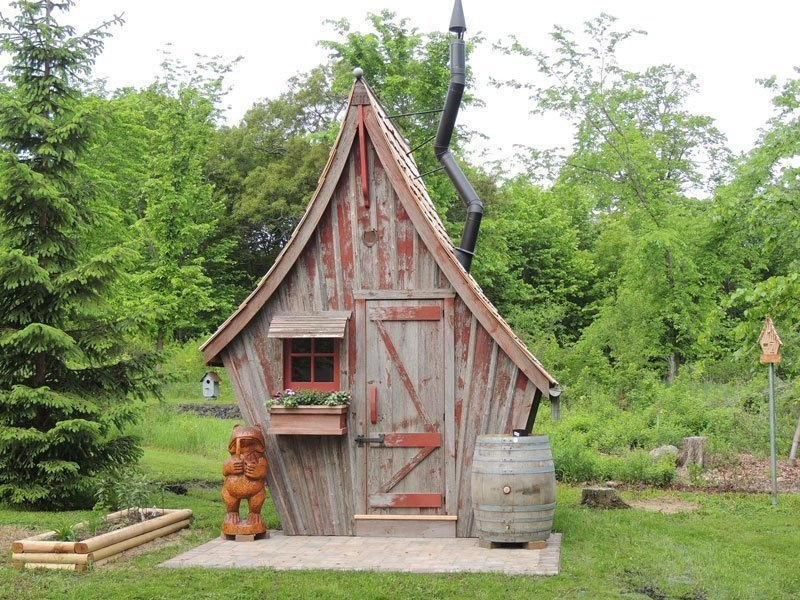 AD-Dan-Pauly-Builds-Rustic-Cabins-From-Reclaimed-Wood-13