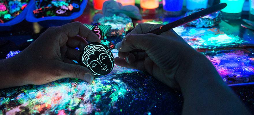 AD-Imaginary-Glowing-Ceramics-Created-by-Hungarian-Artist-Bogi-Fabian-01