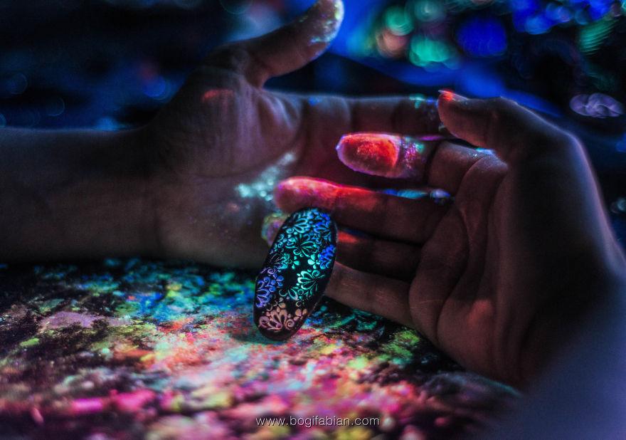 AD-Imaginary-Glowing-Ceramics-Created-by-Hungarian-Artist-Bogi-Fabian-03