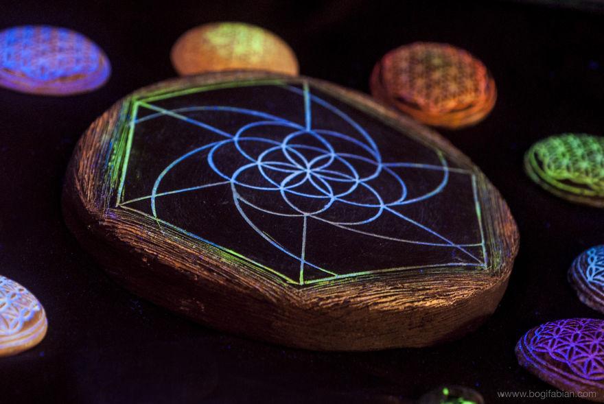 AD-Imaginary-Glowing-Ceramics-Created-by-Hungarian-Artist-Bogi-Fabian-10