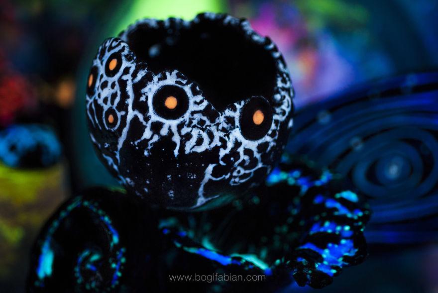 AD-Imaginary-Glowing-Ceramics-Created-by-Hungarian-Artist-Bogi-Fabian-12