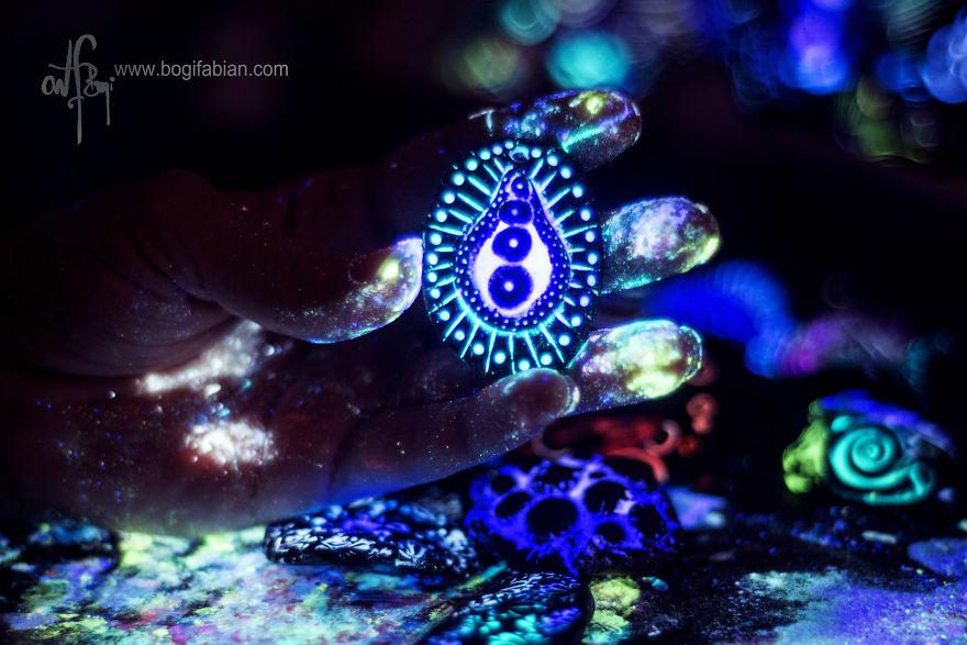 AD-Imaginary-Glowing-Ceramics-Created-by-Hungarian-Artist-Bogi-Fabian-16