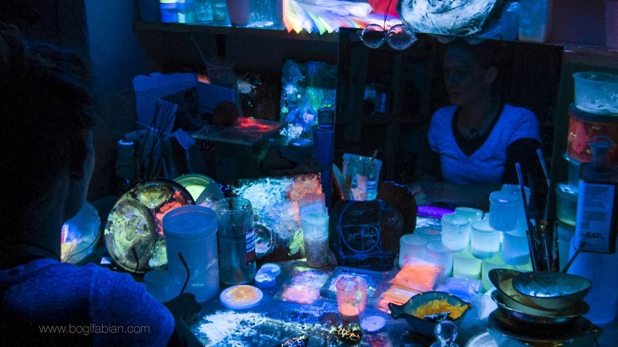 AD-Imaginary-Glowing-Ceramics-Created-by-Hungarian-Artist-Bogi-Fabian-17