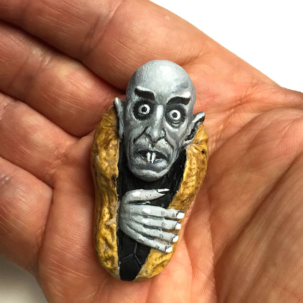 AD-Miniature-Peanut-Sculptures-Steve-Casino-01