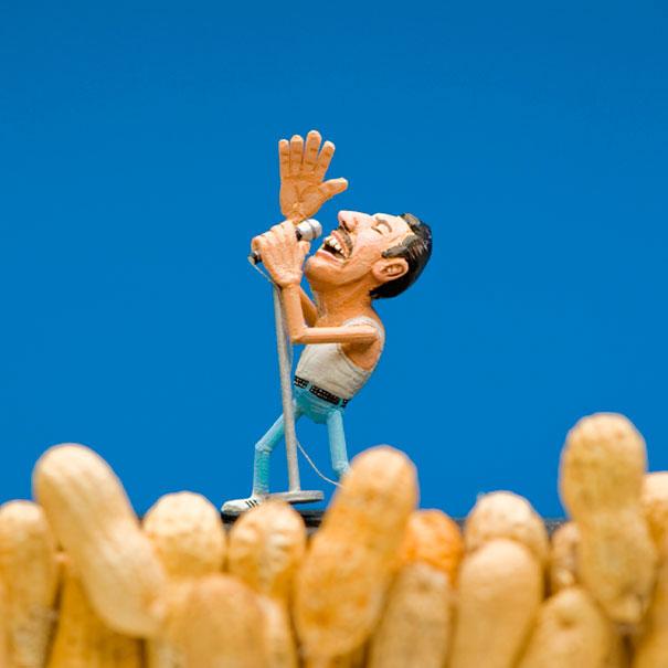 AD-Miniature-Peanut-Sculptures-Steve-Casino-03