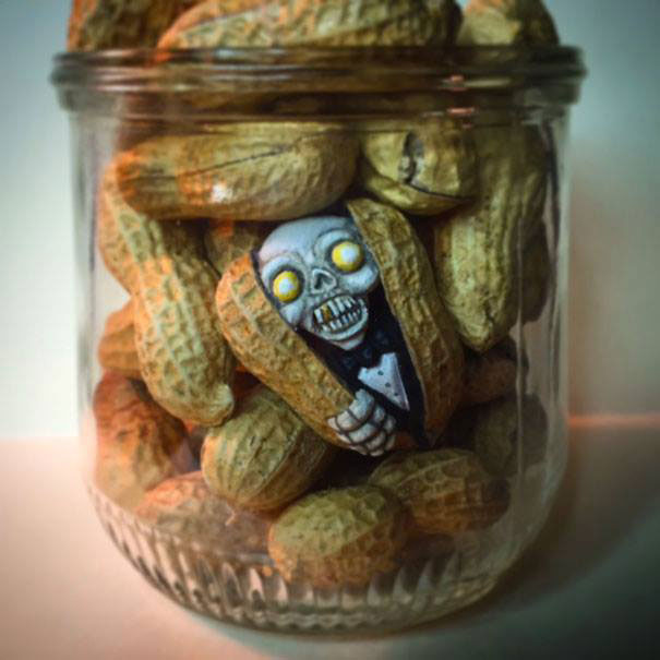 AD-Miniature-Peanut-Sculptures-Steve-Casino-09