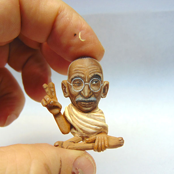 AD-Miniature-Peanut-Sculptures-Steve-Casino-10