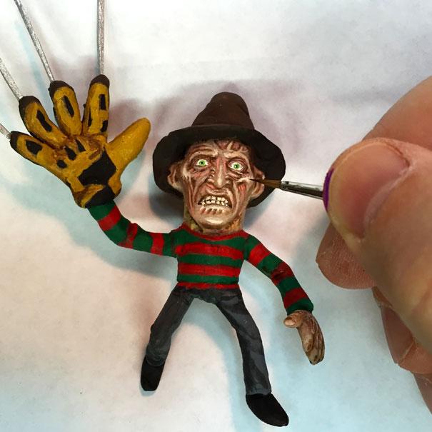 AD-Miniature-Peanut-Sculptures-Steve-Casino-16