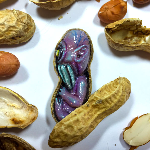 AD-Miniature-Peanut-Sculptures-Steve-Casino-20