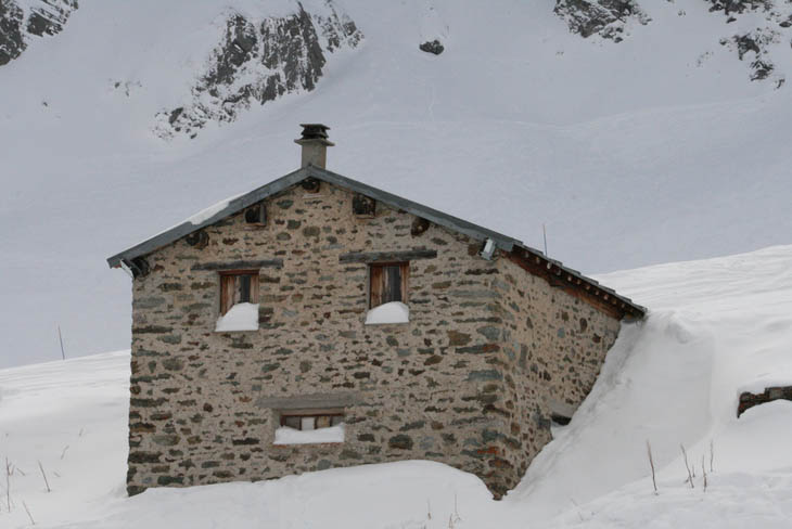 AD-Strange-Houses-With-Human-Faces-05