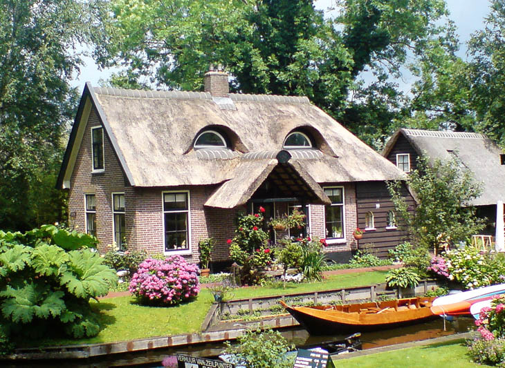 AD-Strange-Houses-With-Human-Faces-08