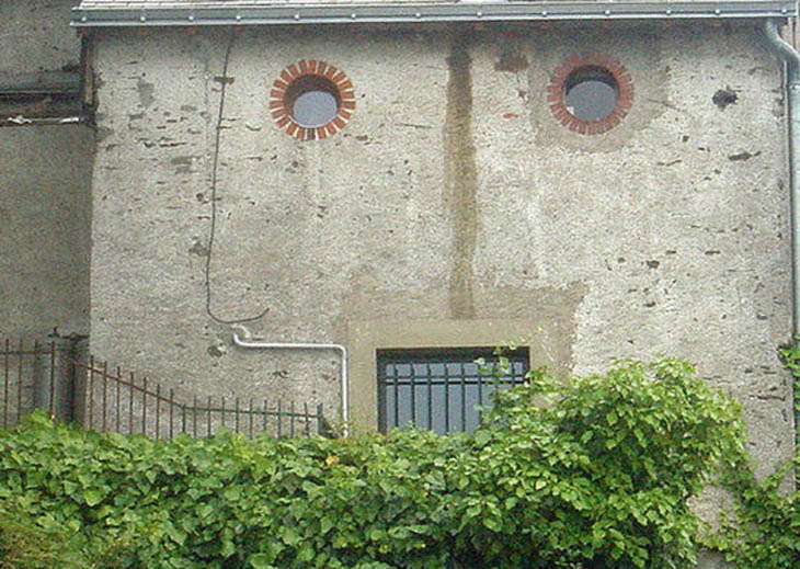 AD-Strange-Houses-With-Human-Faces-22