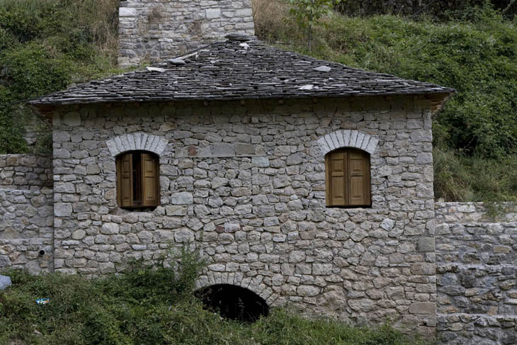 AD-Strange-Houses-With-Human-Faces-31
