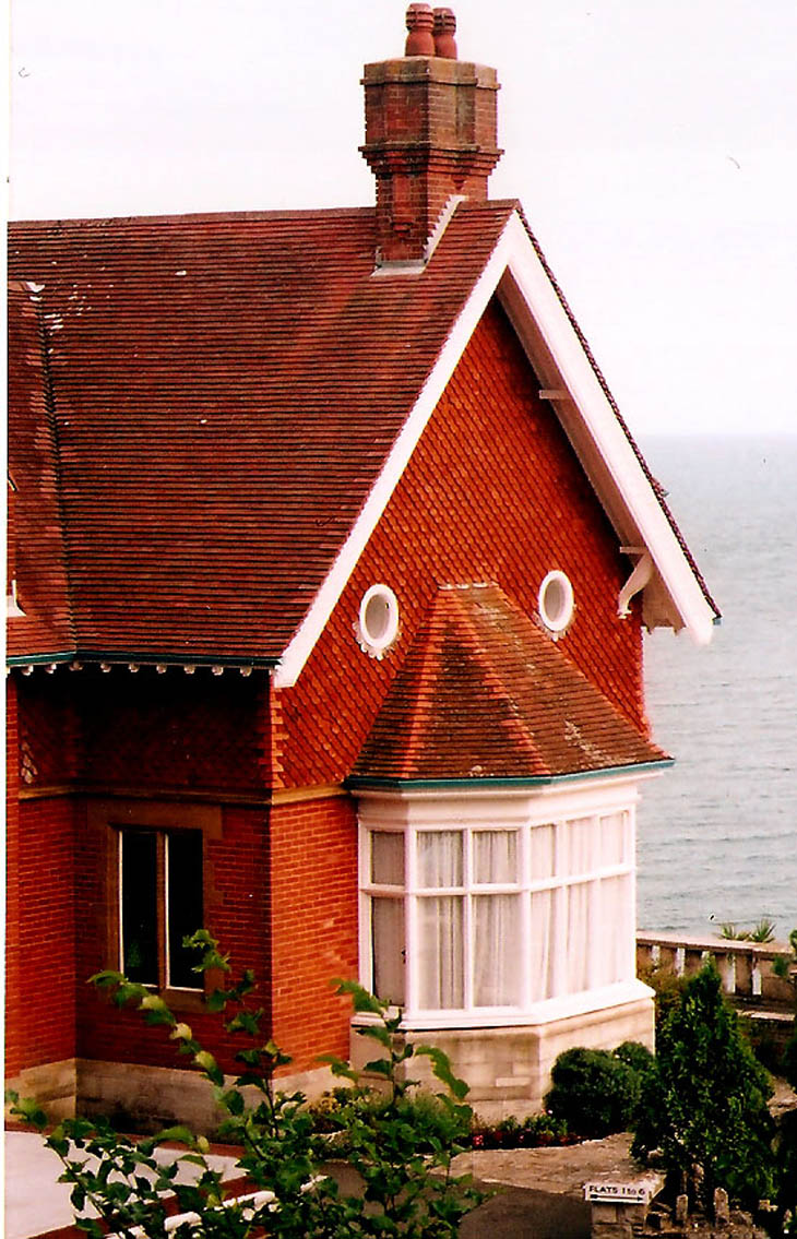 AD-Strange-Houses-With-Human-Faces-32