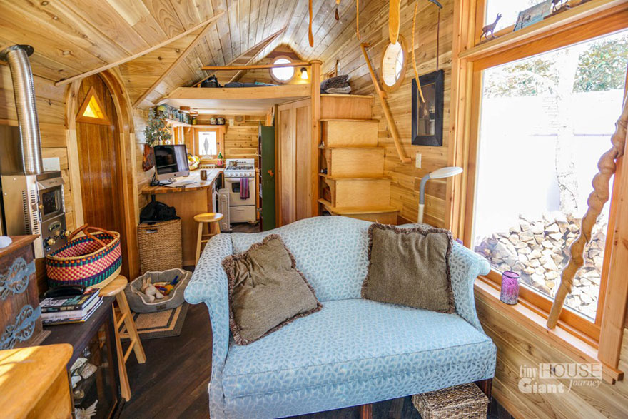AD-These-People-Live-In-Houses-Smaller-Than-Your-Bedroom-03