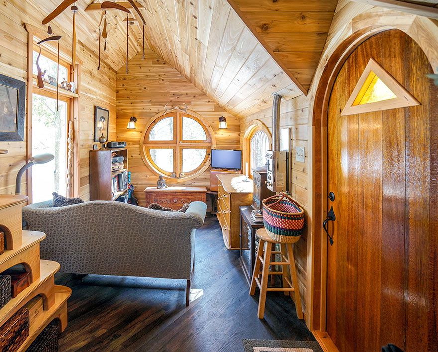 AD-These-People-Live-In-Houses-Smaller-Than-Your-Bedroom-04
