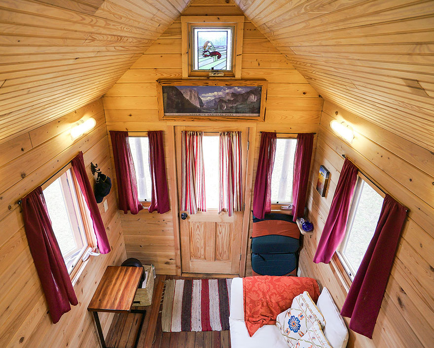 AD-These-People-Live-In-Houses-Smaller-Than-Your-Bedroom-10