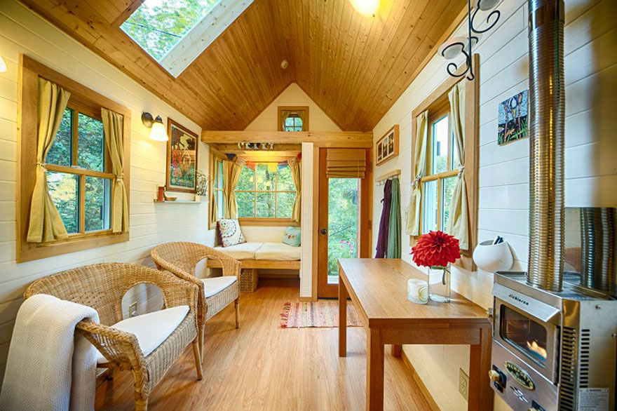 AD-These-People-Live-In-Houses-Smaller-Than-Your-Bedroom-14