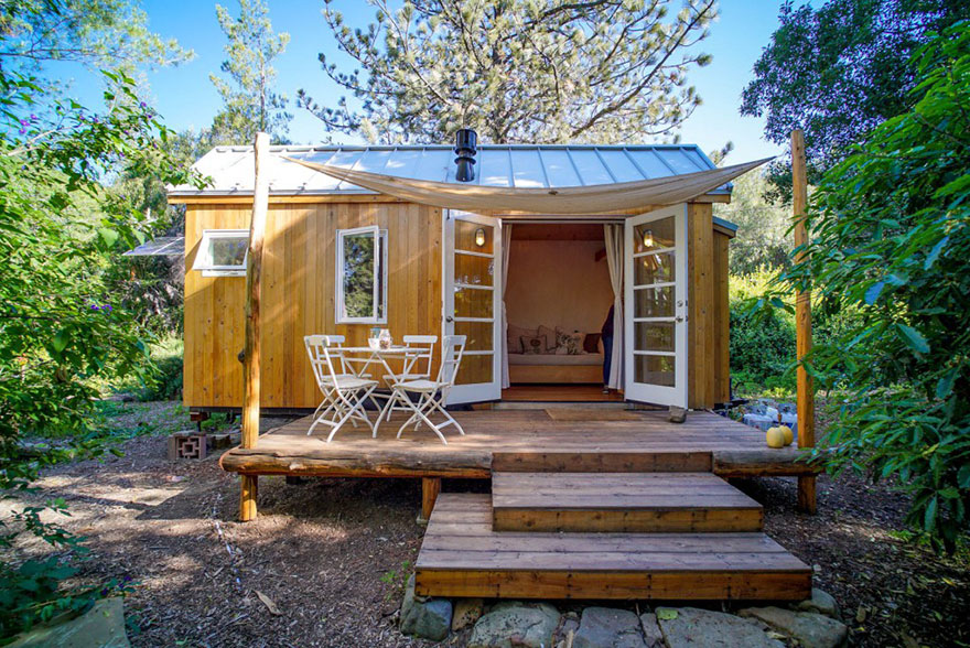 AD-These-People-Live-In-Houses-Smaller-Than-Your-Bedroom-18