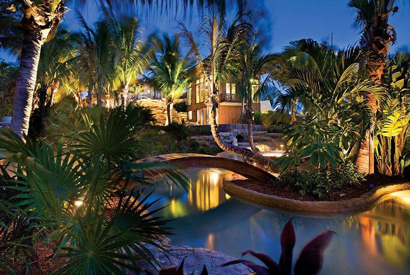 AD-Acqua-Liana-Water-Flower-Estate-By-Frank-Mckinney-Florida-02