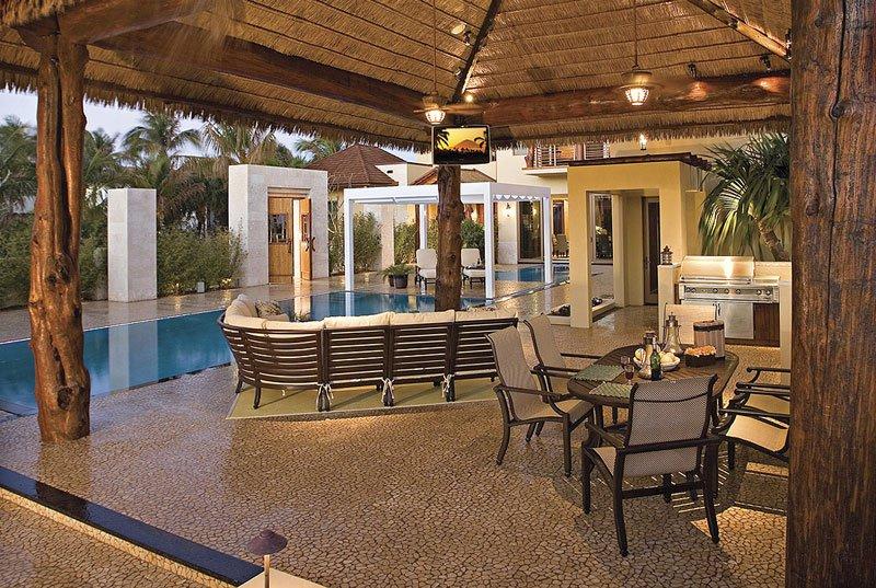 AD-Acqua-Liana-Water-Flower-Estate-By-Frank-Mckinney-Florida-10