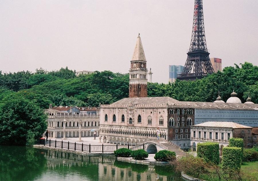 AD-China's-Theme-Park-Full-Of-World-Landmarks-02