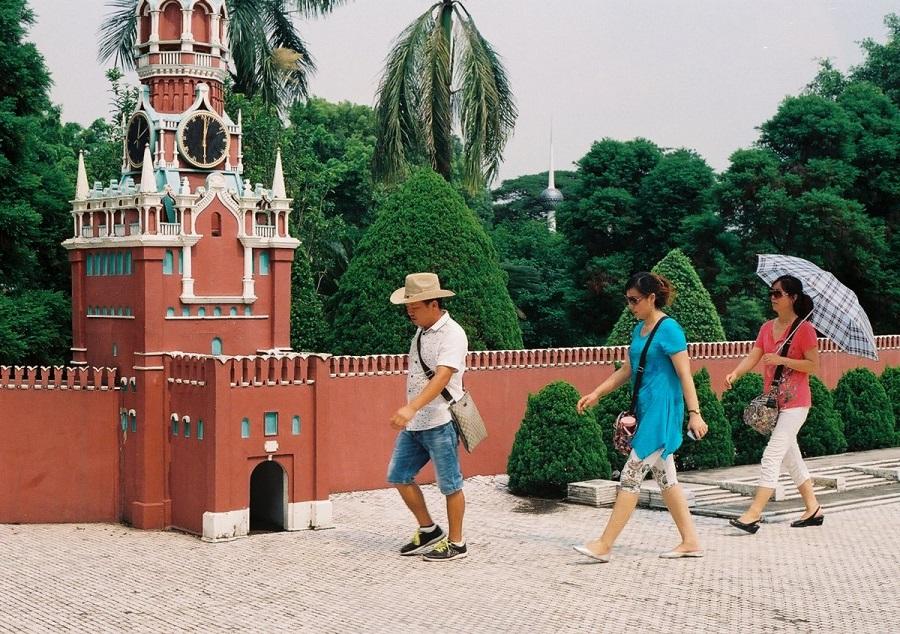 AD-China's-Theme-Park-Full-Of-World-Landmarks-07