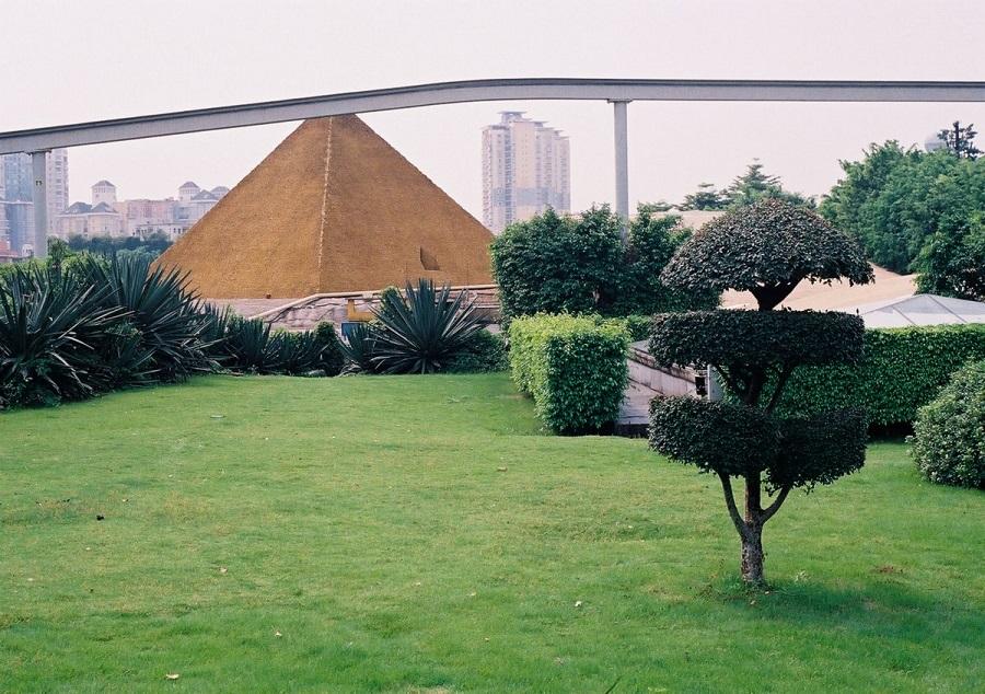 AD-China's-Theme-Park-Full-Of-World-Landmarks-09
