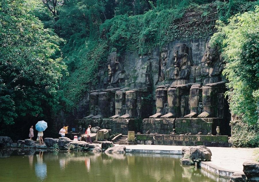 AD-China's-Theme-Park-Full-Of-World-Landmarks-10