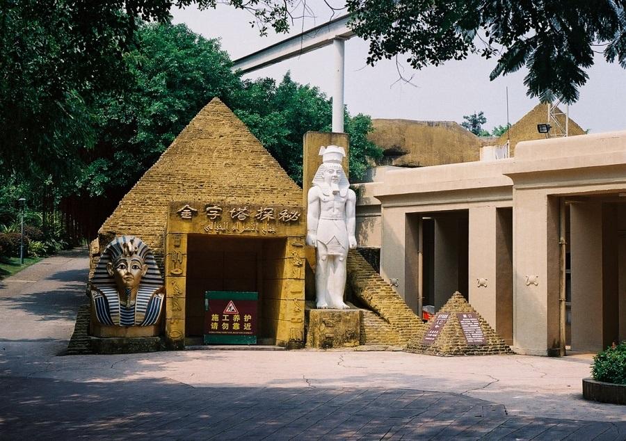 AD-China's-Theme-Park-Full-Of-World-Landmarks-11