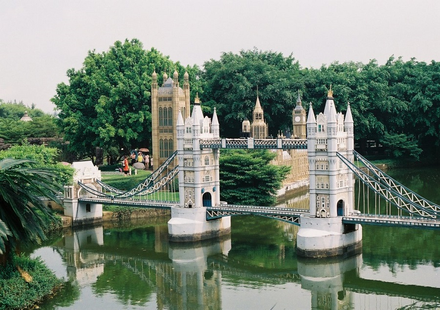 AD-China's-Theme-Park-Full-Of-World-Landmarks-16