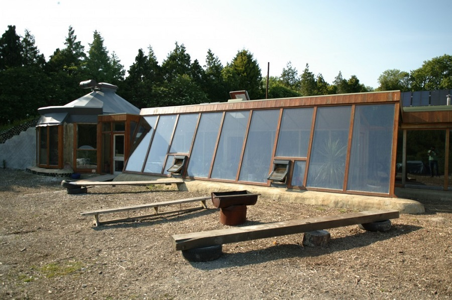 AD-Earthship-Sustainable-Homes-02