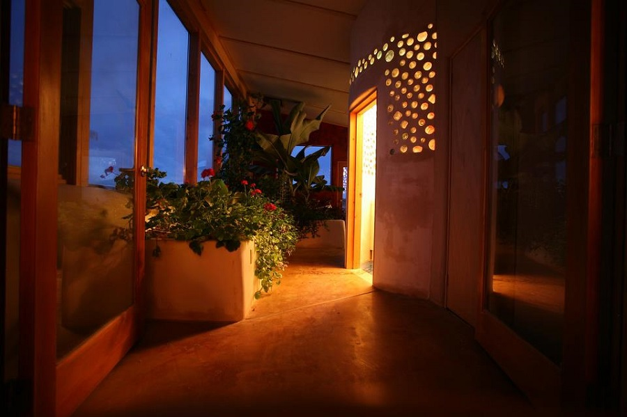 AD-Earthship-Sustainable-Homes-09-1